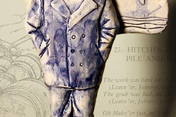 Figura in argilla refrattaria, e sottovetrina blu (underglaze) - altezza 20 cm