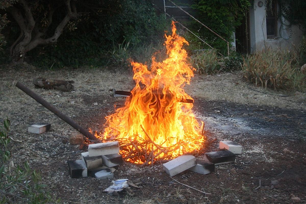SPERIMENTAZIONE: Il pit-firing l'ultima frontiera dell'arte primitiva
