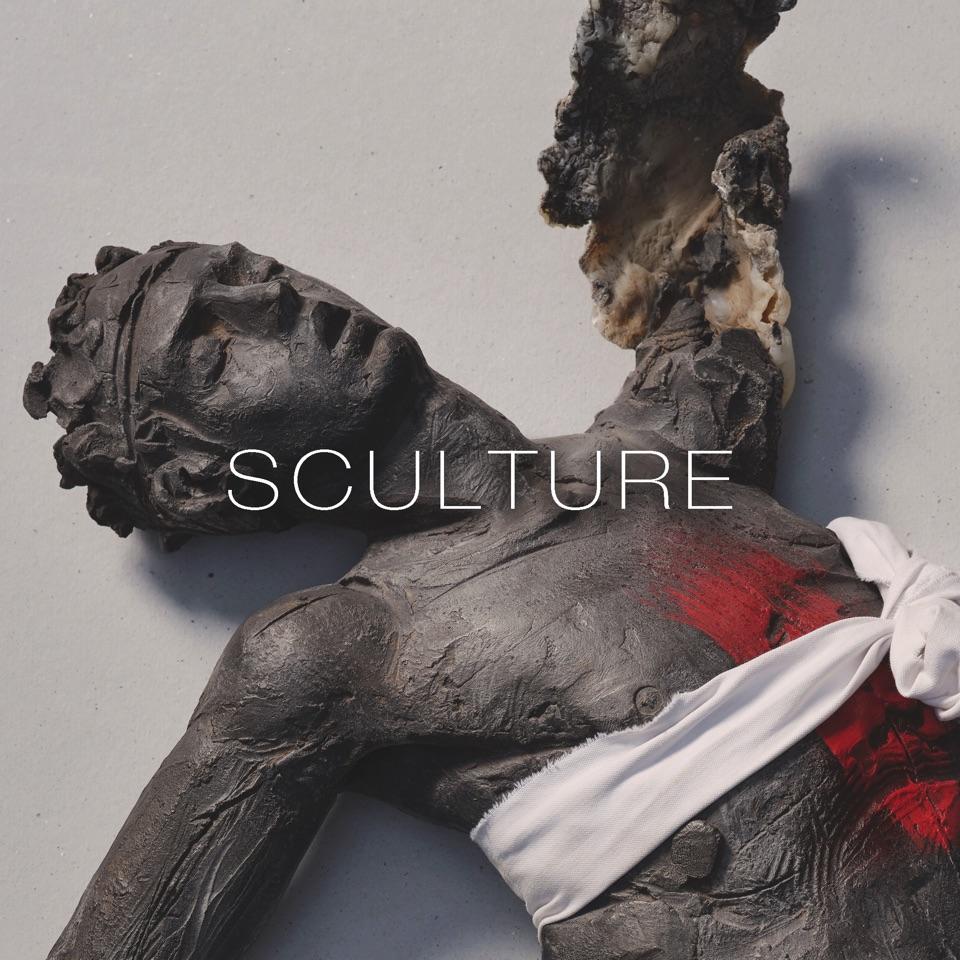 (Italiano) scultura di un corpo umano metamorfosi