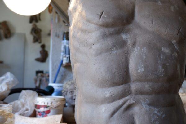 work in progress scultura pallone gonfiato