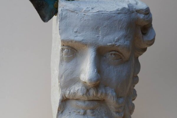 scultura testa stile antico